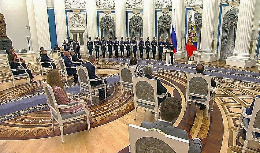 В Кремле состоялась церемония награждения лауреатов Государственной премии РФ в области науки и технологий, литературы и искусства и гуманитарной деятельности за 2019 год
